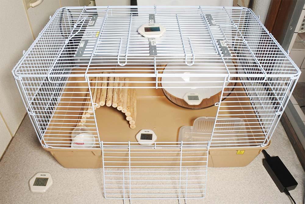 キッチンでシャトルマルチ R70に暖突を取り付けて温度計を4つ配置